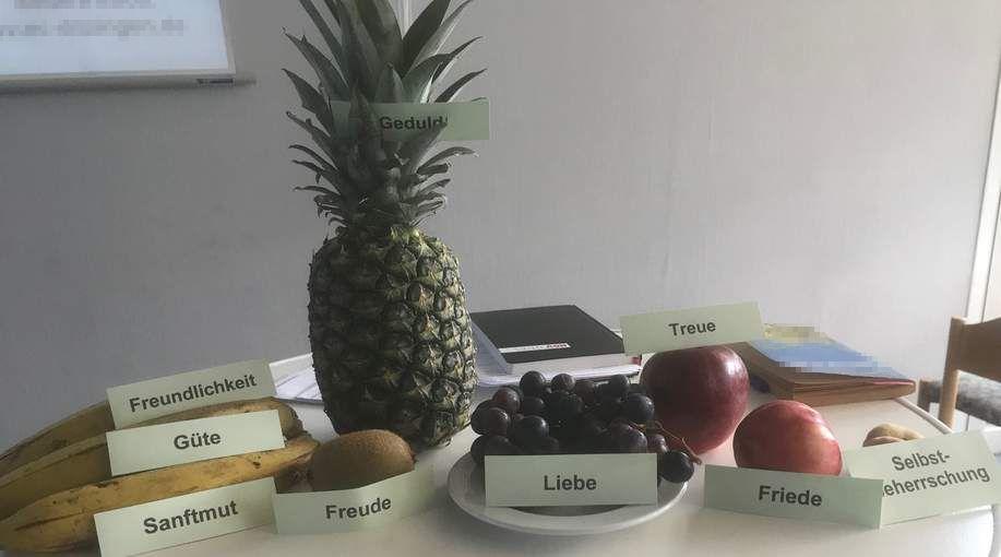 """Obst mit den Eigenschaften zu """"Die Frucht des Geistes"""""""